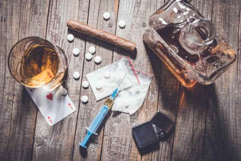 Những chất kích thích như kẹo ke rượu thuốc lá